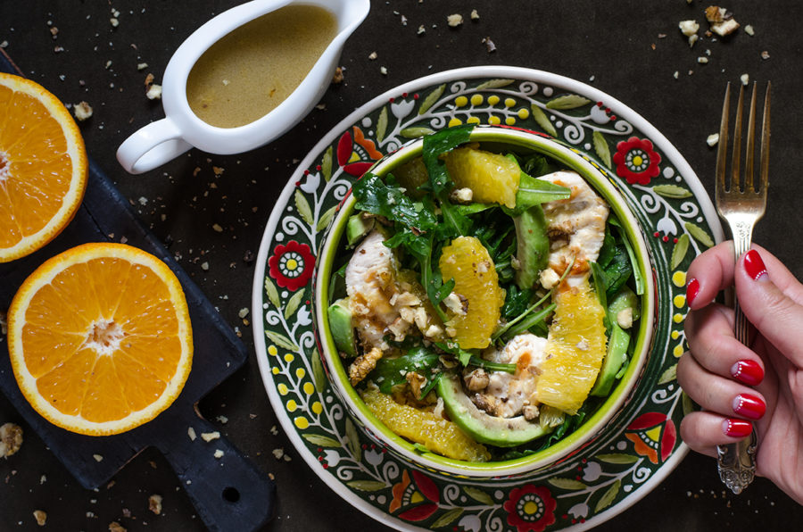 Салат с филе, авокадо и апельсином