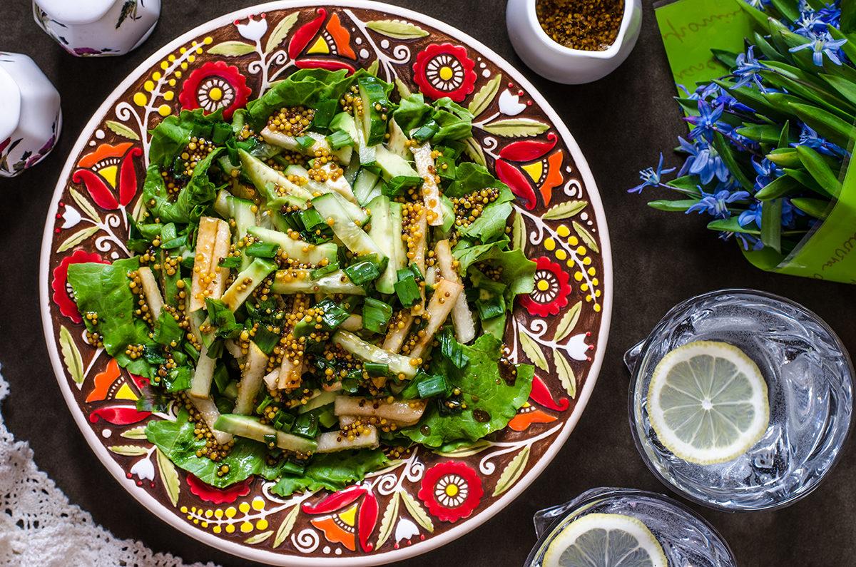 Салат с грушей, огурцом и авокадо