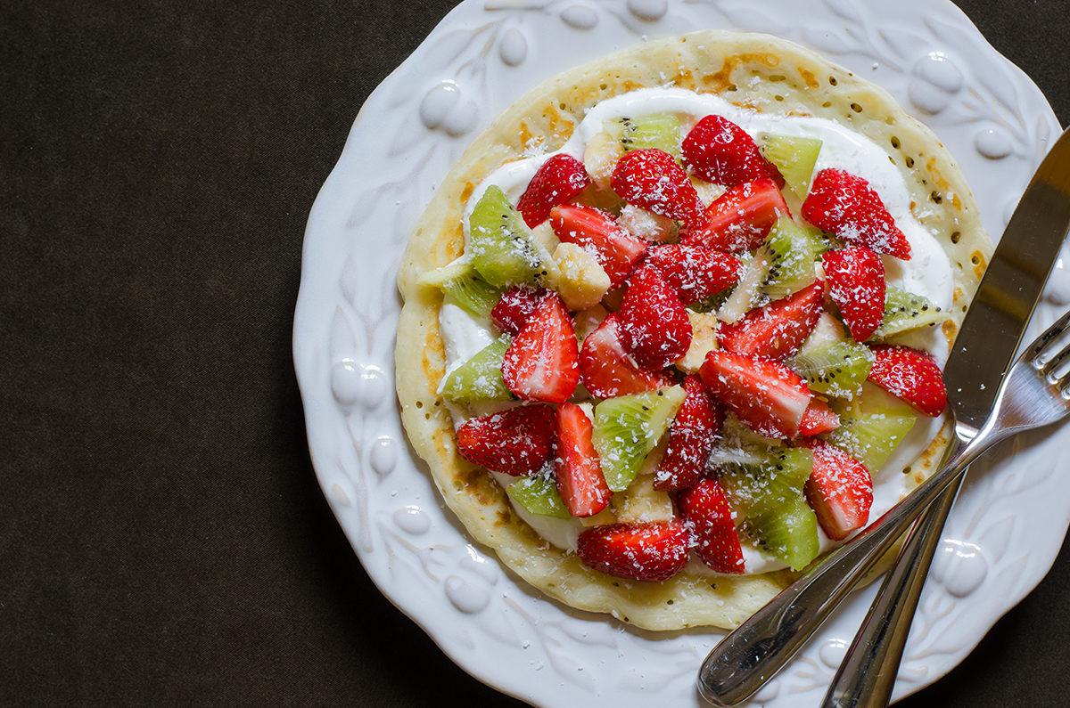 Оладьи с творожным кремом и фруктами(ягодами)