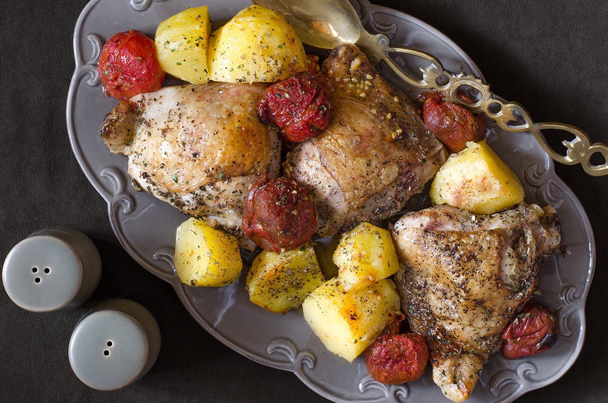 Запеченные куриные ножки с картофелем от Джейми Оливера