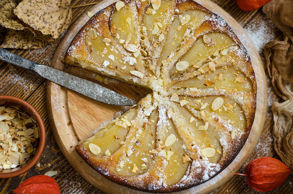 Нежный пирог с грушей без яиц