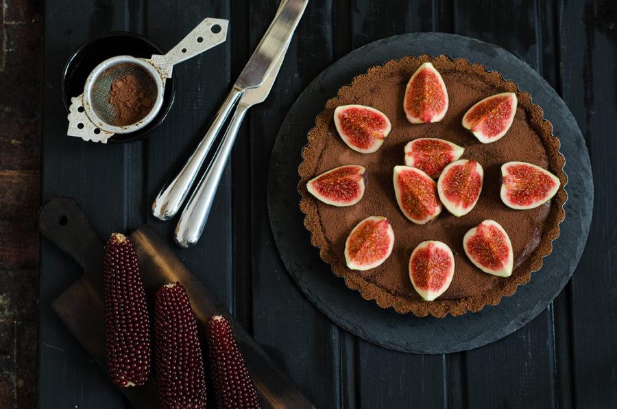Шоколадный тарт с ганашем и инжиром