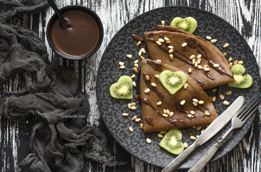 Шоколадные блины на молоке с шоколадным соусом
