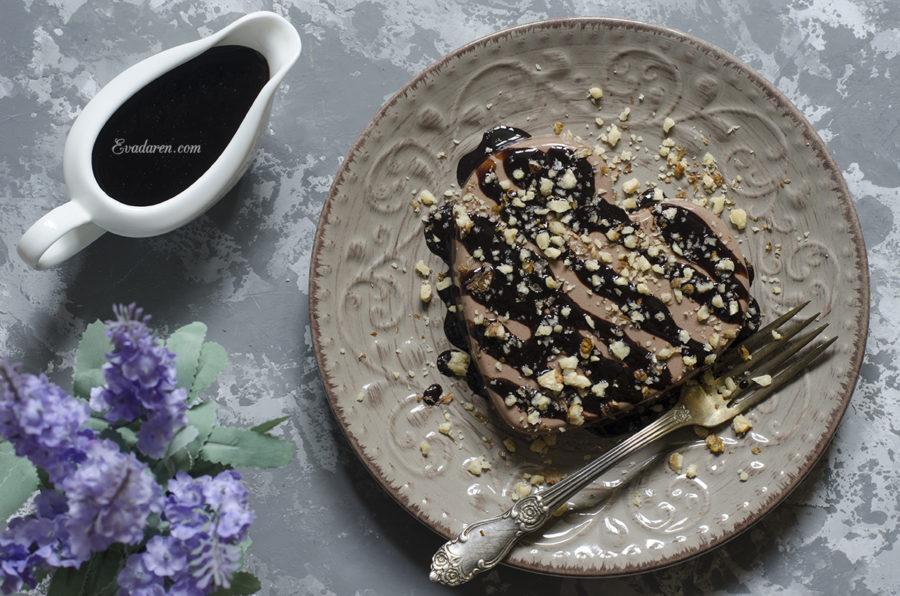 Шоколадный десерт с шоколадным соусом