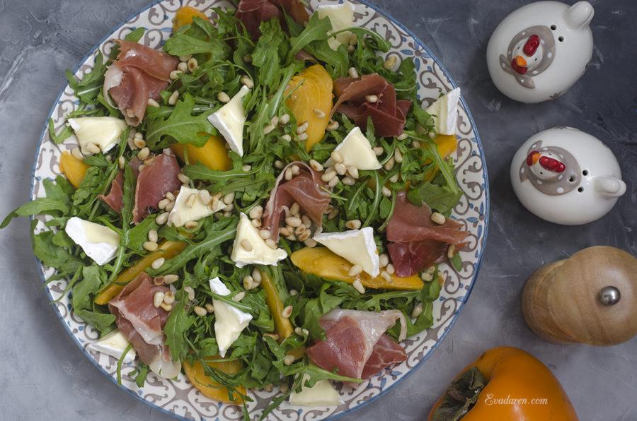 Салат с хурмой и хамоном