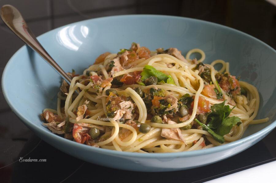 Спагетти с тунцом и каперсами